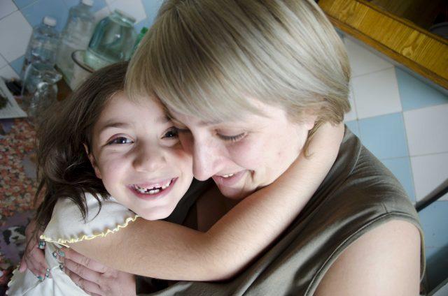 Aldeas Infantiles SOS celebra el compromiso del Congreso con el acogimiento familiar