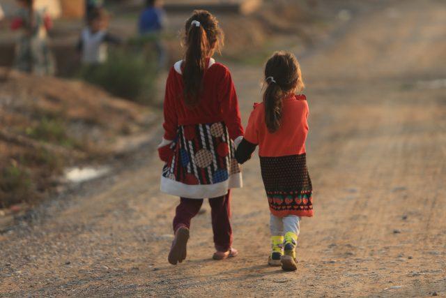 Niñas en el campo de refugiados