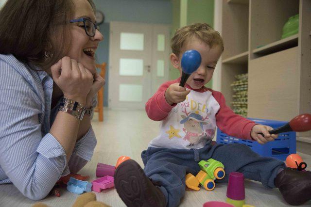 Cerca de 20.000 niños y niñas crecen  en una familia de acogida en España